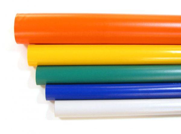 rollen met PVC zeildoek in de kleuren, oranje, geel, groen, blauw en lichtgrijs